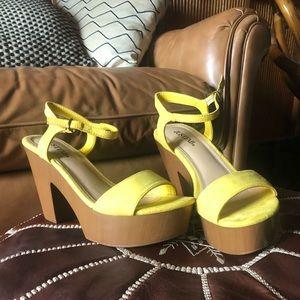 Justfab 70s style platform sandals ☀️🌻🌼